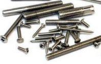 使用工程机械螺栓连接还是采用焊接方式连接?